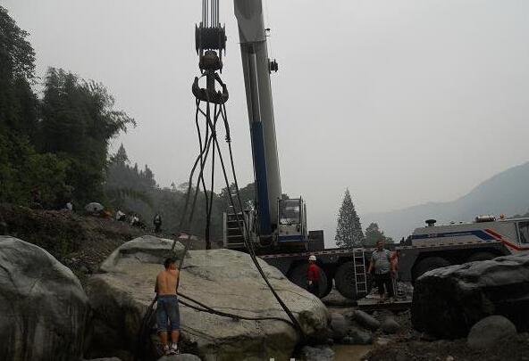 石家庄景区吊车施工现场